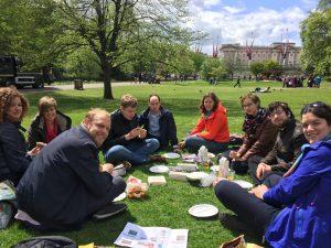 Jonge Remonstranten lunchen in St. James's Park