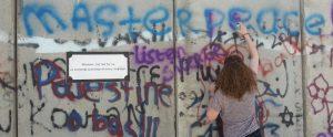 Jonge Remonstrant tagt de muur