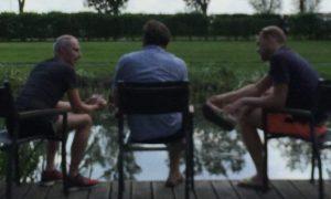 Rustig gesprek aan het water